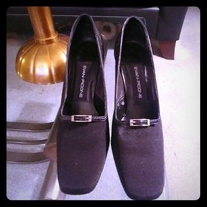 Evan Picone FabrIc and Leather Pump